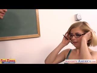 Студент-трахает-блондинку-в-очках-в-небольшом-кабинете