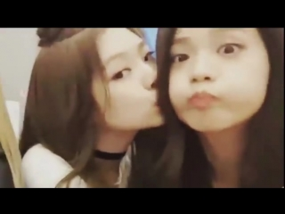 jennie really insisting for a kiss here