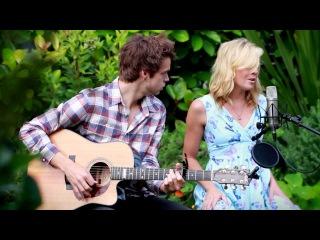 Jake & Gigi Edgley - Hit The Road (Mashup)