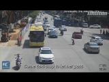 Парень на мопеде перевел старушку через дорогу
