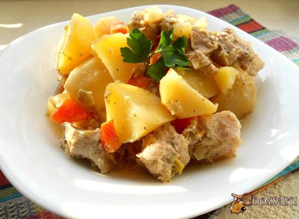 Картофель со свининой запеченный в рукаве Вкусное, нежное, безумно ароматное блюдо для разнообразия вашего стола. Готовится без лишних хлопот в рукаве.