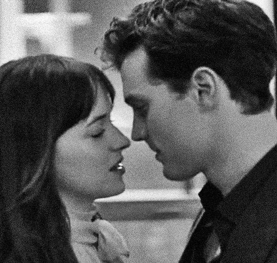 - Нет милее колдуньи, чем ты, - повторяет он слова песни и нежно меня целует.