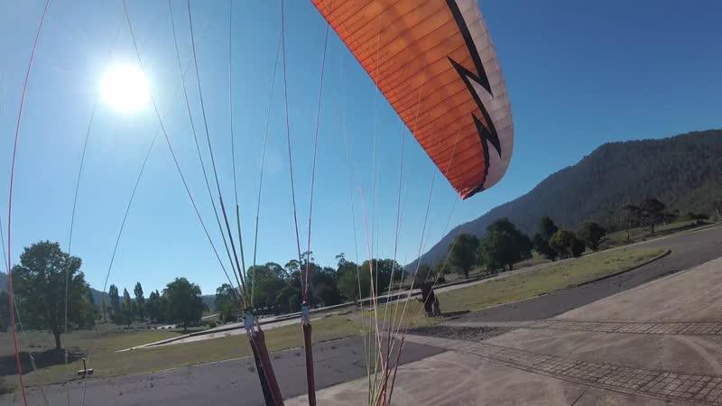 Кенгуру vs Парапланерист | Kangaroo vs Paraglider
