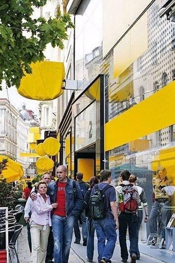 Этот чудесный проект городской антирекламной терапии был реализован в 2005 году в вене Кристофом штейбренером и Райнером демпфом. 05
