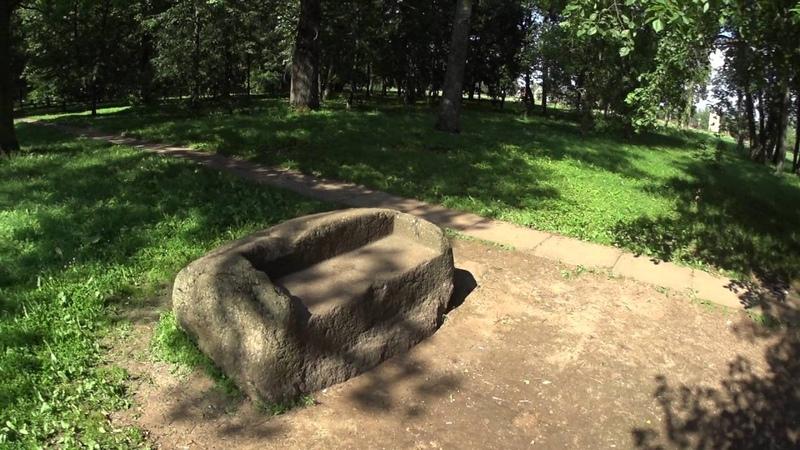 Каменный диван Ибрагима Ганнибала. Усадьба Суйда