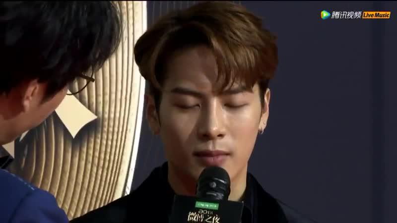 [Видео] 190111 Интервью Джексона @ Красная дорожка Weibo Night 2018