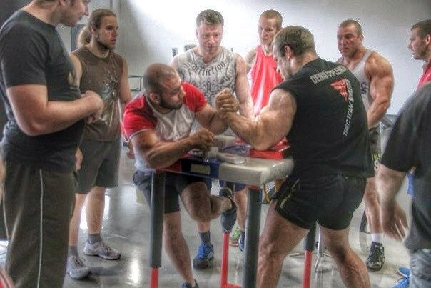 Denis Cyplenkov armwrestling │ Photo Source: Denis Tsyplenkov