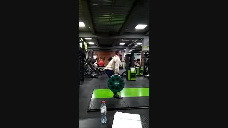 Тренировочные будни 250 кг в третьем подходе