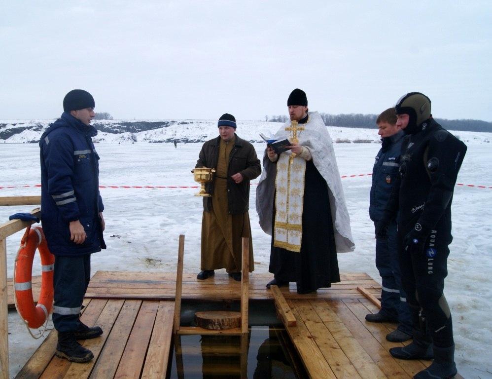 Жителям Ростовской области напоминают правила безопасного купания в Крещение Господне