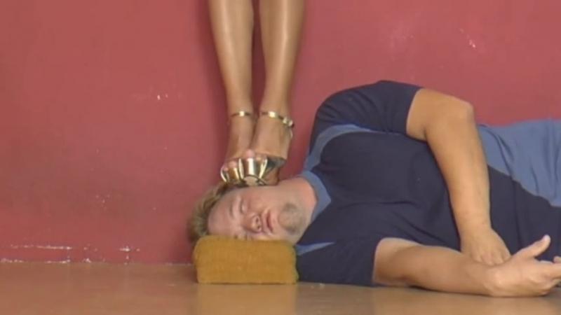 Head trampling gold sandals Miss Ariel