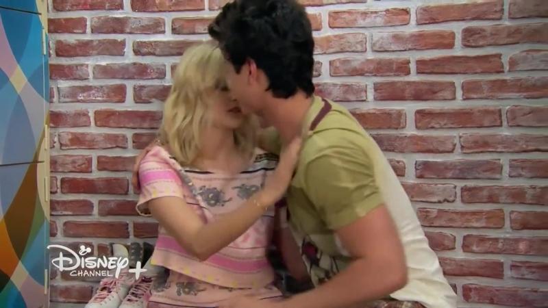 Sou Luna 2 - Ámbar e Simón quase se beijam (1080p) (online-video-cutter.com)