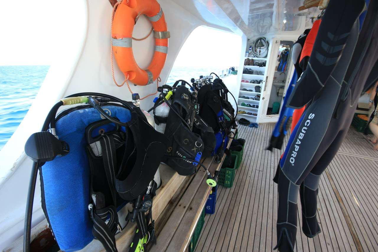Open water diving Sm9jRhUYW4Q