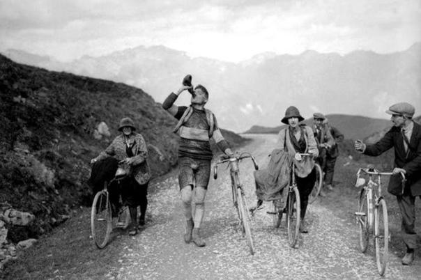 Фото с легендарной велогонки Тур де Франс, Франция, 1927 год.