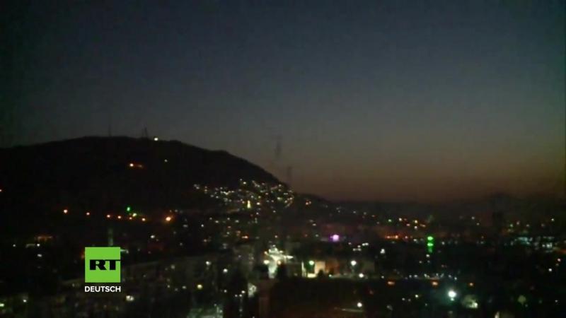 Damaskus- Syrische Flugabwehr holt Raketen des US-geführten Angriffs vom Himmel