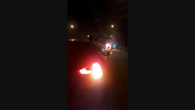 Видеофакт Газовые баллоны микроавтобуса в Магнитогорске после самовозгорания долго отстрел
