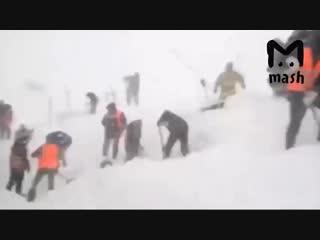 Спасение оказавшихся под снежной лавиной в Хабаровском крае