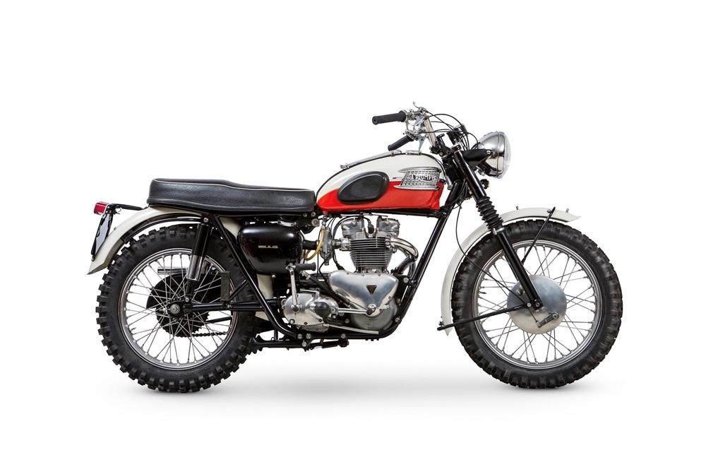 Старинный мотоцикл Triumph TR6 Trophy 1960