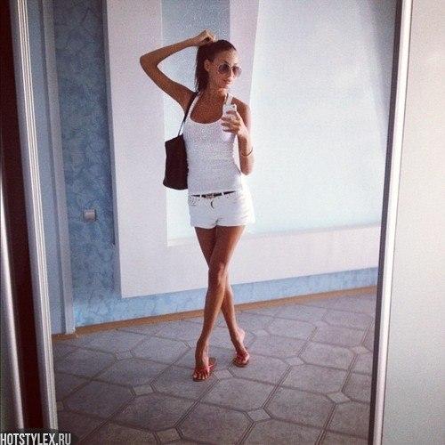 Фото девушек перед зеркалом в купальнике 13 фотография