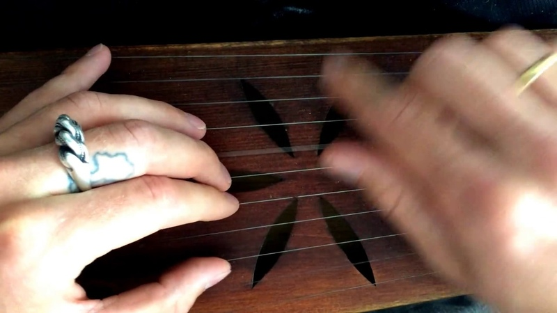 Fast plucking in cascade with simple strumming kokle