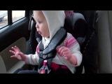 Маленькая девочка любит рэпчик