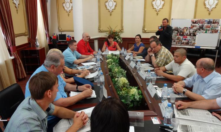 """в Таганроге, в отеле """"Бристоль"""", состоялся круглый стол под названием """"Молодёжная политика Таганрога. Настоящее. Будущее"""""""