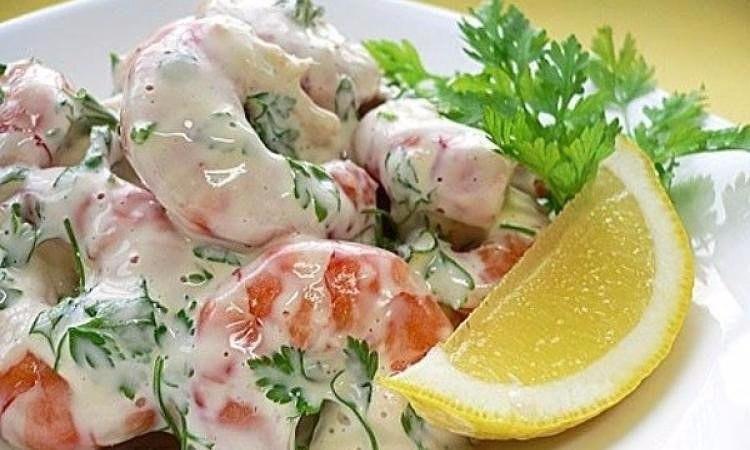 Лёгкий салат с креветками к ужину Ингредиенты: 200 г