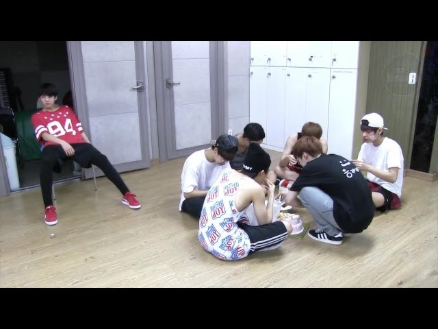[ENG SUB] Determined JUNGKOOK won't eat chicken with BTS