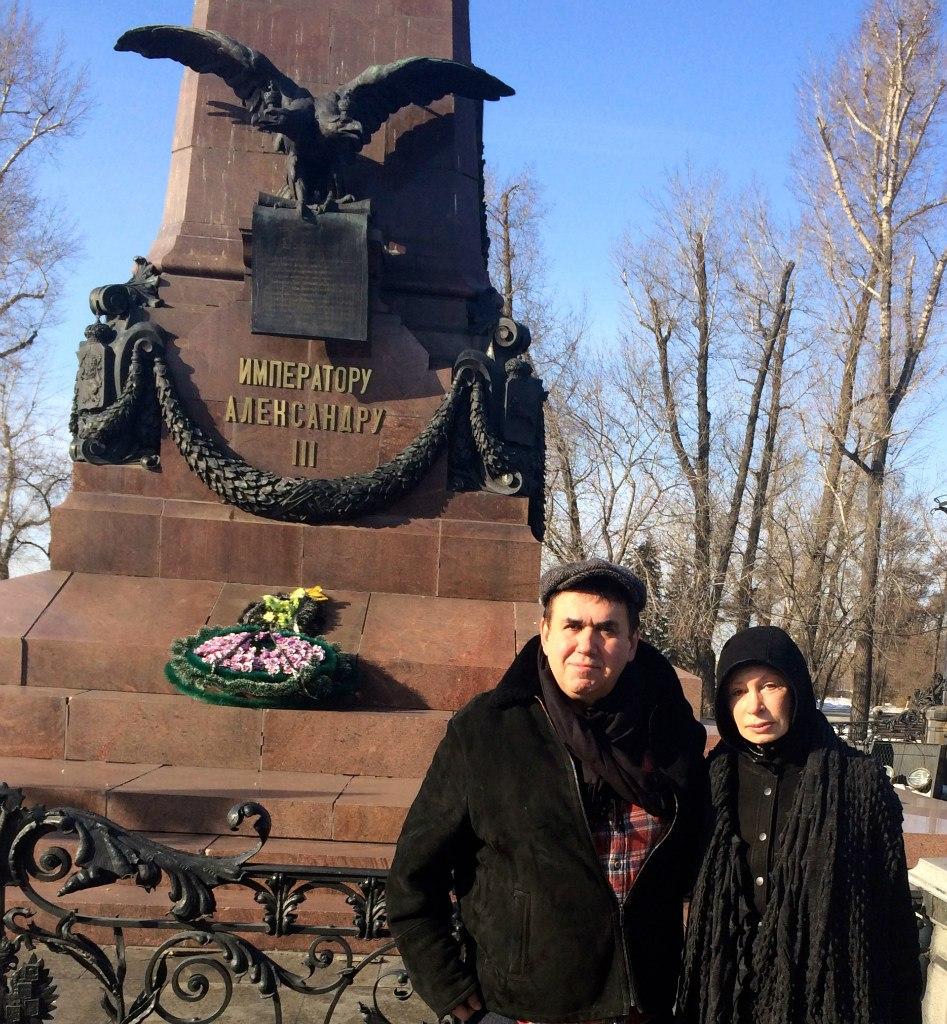 В первомайский праздник 1920 года в Иркутске с пьедестала свергли статую http://cs616221.vk.me/v616221168/5df0/iaZYr8-rmw4.jpg