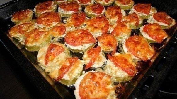 """"""" Кабачки с помидорами и сыром"""""""