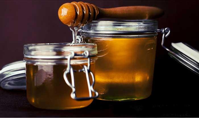 Какова польза меда для кожи лица