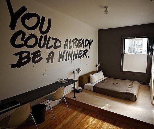 Надпись на стене: «Ты мог бы уже быть победителем».