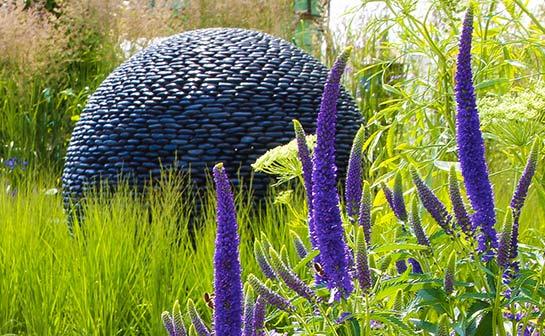Арт-объекты в саду (7 фото) - картинка