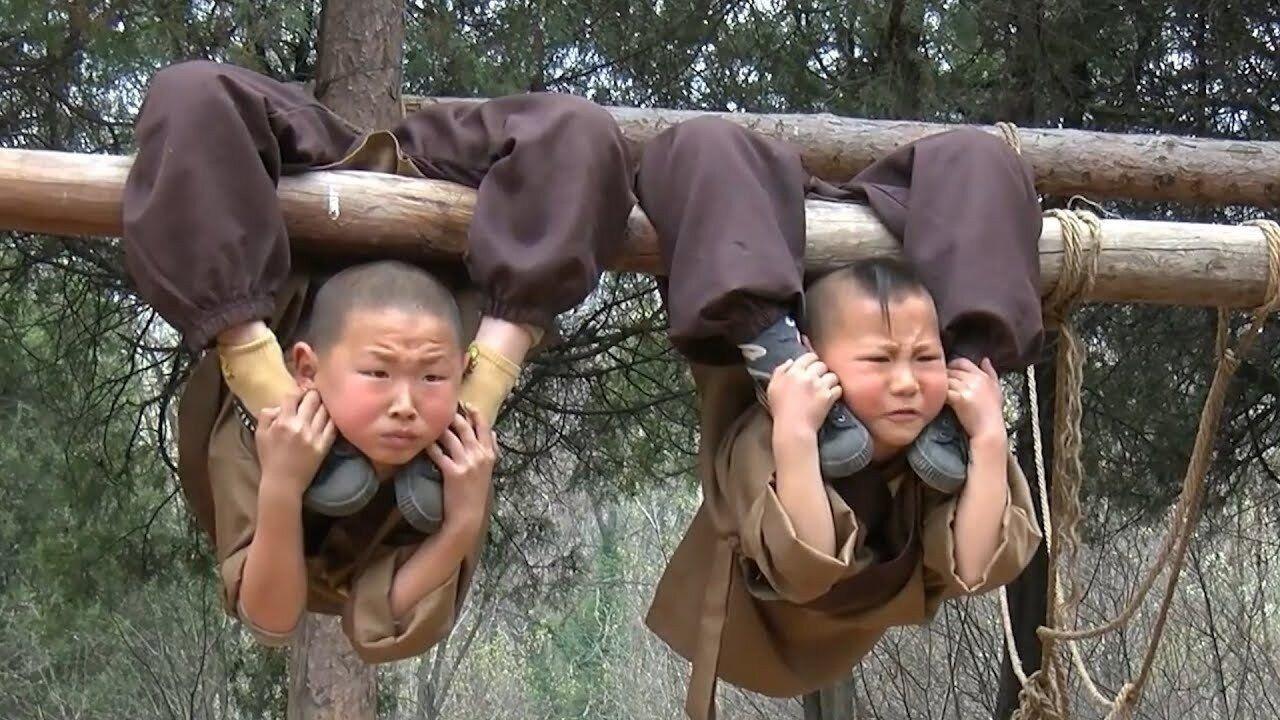 Тренировки шаолиньских монахов ????Выглядит очень жестоко, как вам? ????