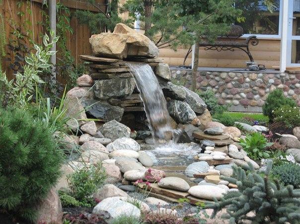 Садовый фонтанчик сложенный из