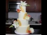 Красивый многоярусный торт с живыми цветами!