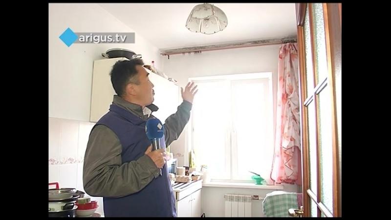 Жителям многоэтажки в Улан-Удэ уже четвертый год отравляет жизнь плесень По их мнению, грибок появился из-за дыр на крыше дома.