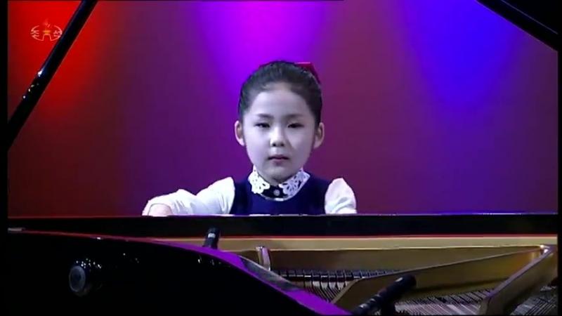 중구역 련화유치원 최진연어린이의 피아노와 바이올린연주