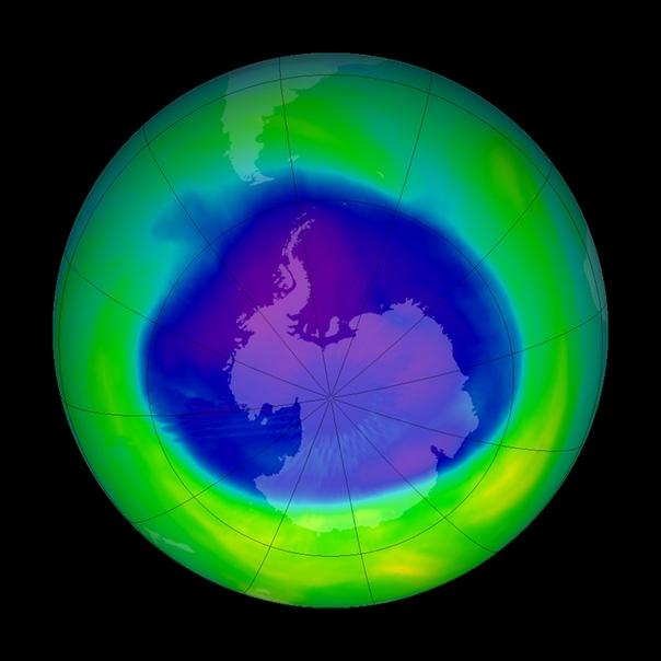 Площадь озоновой дыры сократилась до рекордных показателей Озоновая дыра над Антарктидой достигла рекордно низких показателей впервые с 1982 года, когда начались наблюдения.По данным НАСА и