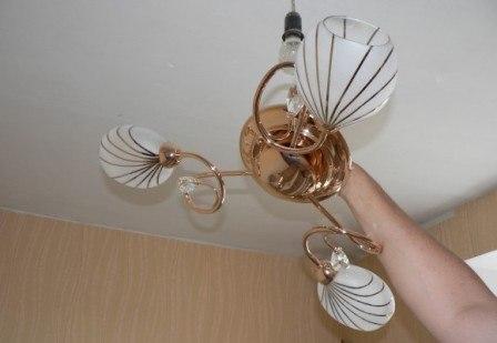 Повесить люстру в квартире - картинка 1