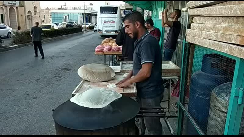 Пекарь лепёшек в Палестине