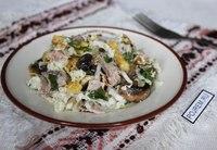 салат мясной с грибами и яичными блинчиками.