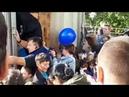 Бесплатная раздача мороженого на площади Пяти Углов в Мурманске