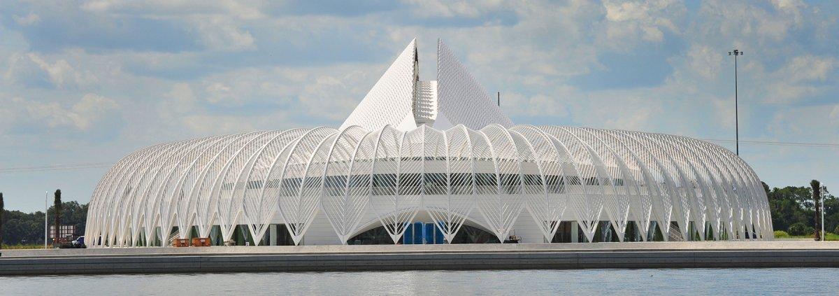 Политехнический университет Флориды открыл новую библиотеку, с шикарной архитектурой (Сантьяго Калатрава работал над проектом) и дизайном, с удобными рабочими местами и комфортной обстановкой.