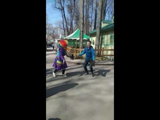 Клоуны в парке горького