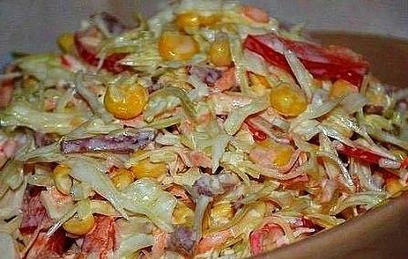 Крабовый салат с колбасой рецепт с фото