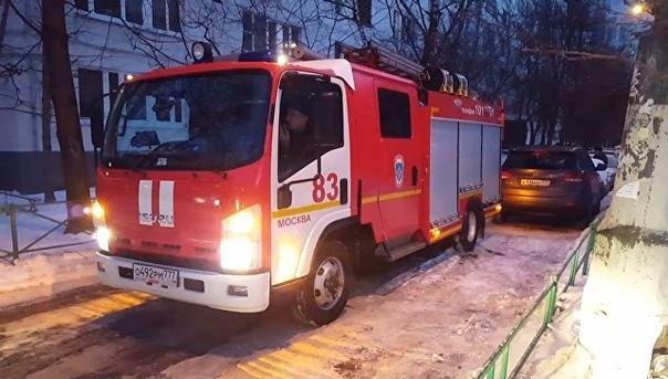 На северо-западе Москвы два человека погибли во время пожара на складе.
