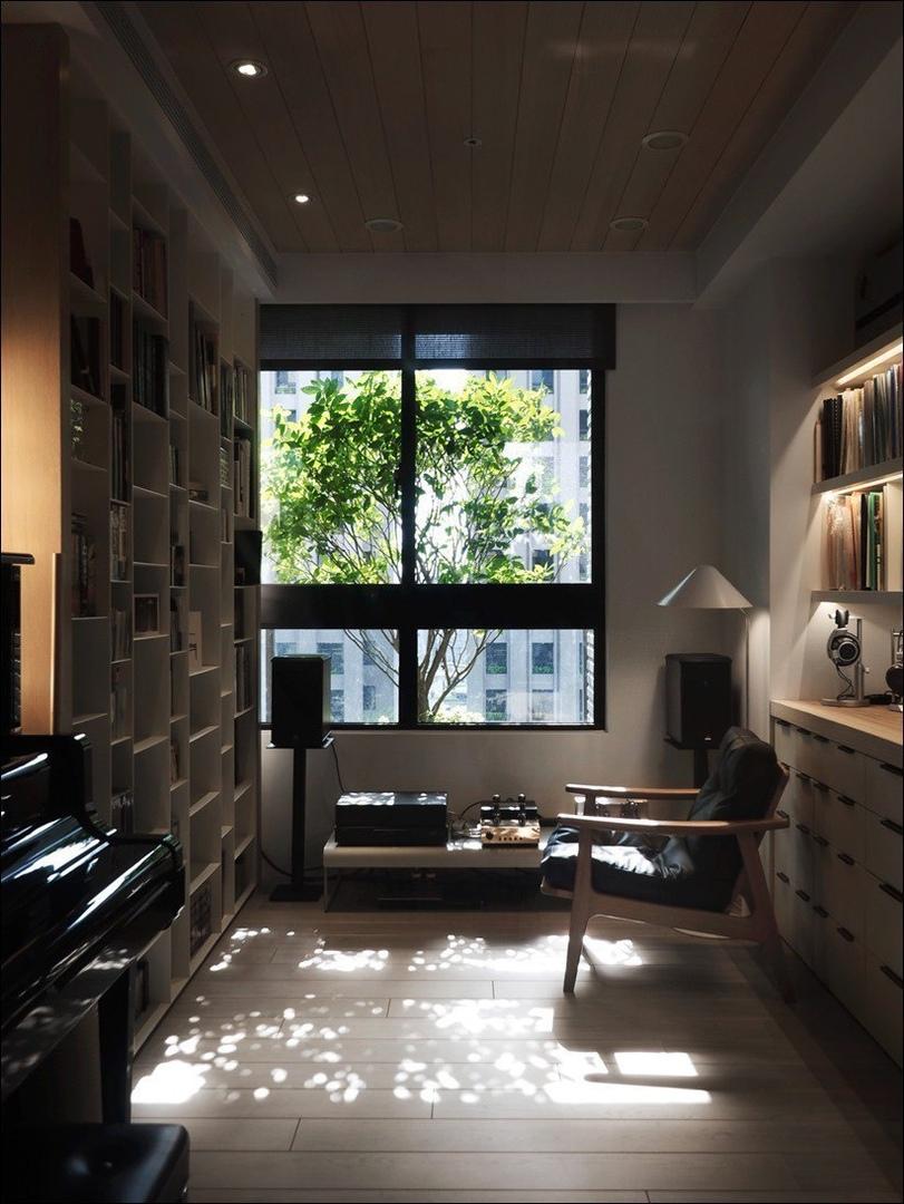 Теплый деревянный дом на Тайване с красивым и уютным уголком для чтения.