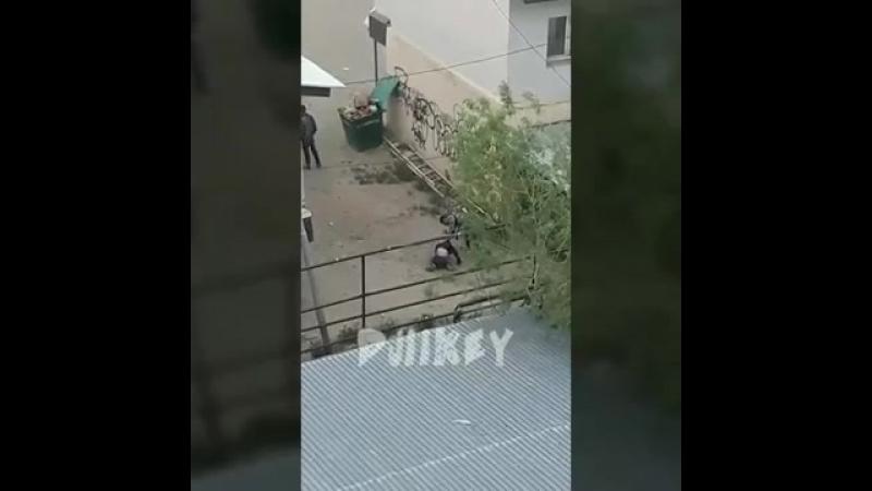 В Якутске сняли на видео драку двух парней