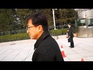 Джеки Чан прибыл на вторую сессию ВК НПКСК 13 созыва