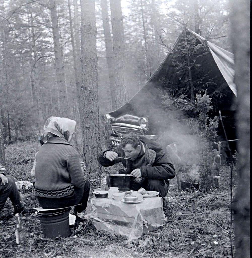 Юрий Гагарин в лесу